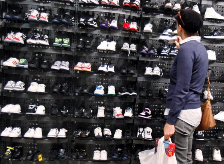 Footwear retailers trampled as price war...
