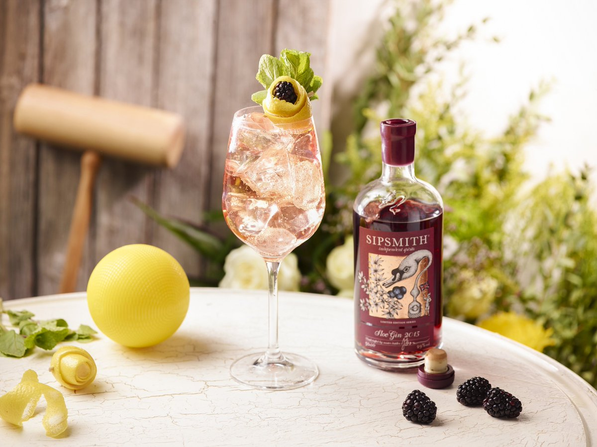 It&#39;s #competition time! Win a bottle of London Dry Gin, London Cup &amp; Sloe Gin just in time for the #bankholiday  http:// bit.ly/2i9Q7Cc  &nbsp;  <br>http://pic.twitter.com/IC1favreMi