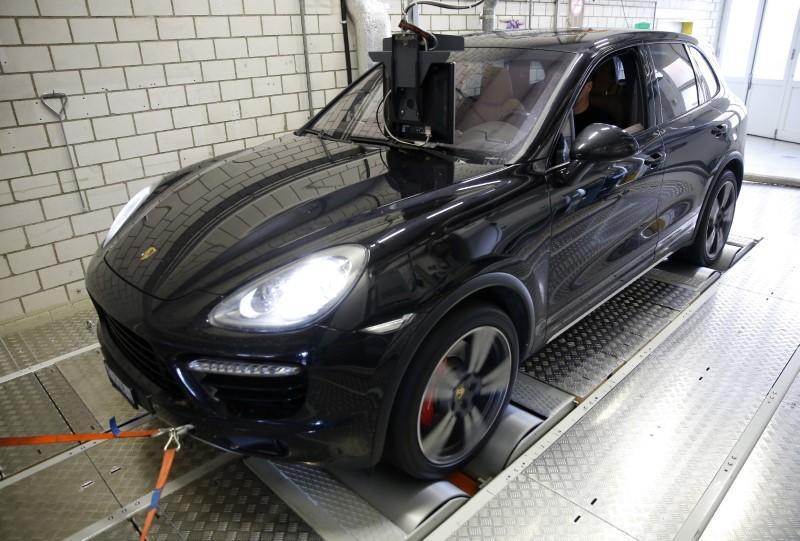 Swiss road agency bans new Porsche Cayen...