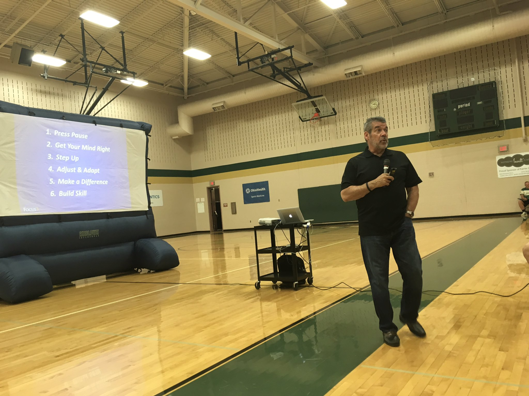 Thanks to @TimothyKight for speaking to @KarrerMS 7th graders today. #theDublinDifference https://t.co/jWlGJSKipS
