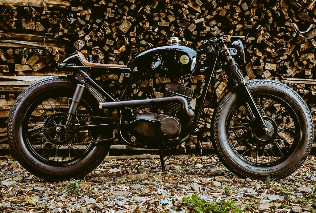 A 350 cc Jawa Model 638 custom Cafe Racer. Amazing Concept and Great Execution. #Jawa #CafeRacer<br>http://pic.twitter.com/faabbkpVdo