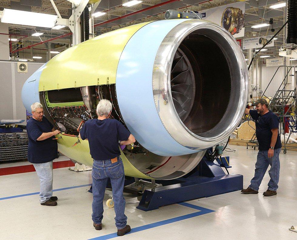 #Global7000 FTV2 aircraft suffers in-flight #engine flameout. #Bombardier #avgeek #bizjet  http://www. fliegerfaust.com/-2474530296.ht ml?utm_campaign=RebelMouse&amp;utm_medium=social&amp;utm_source=twitter&amp;utm_content=FliegerFaust &nbsp; … <br>http://pic.twitter.com/K5sSTc6xg4