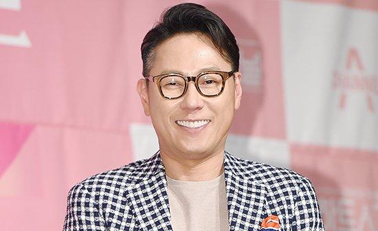 "Yoon Jong Shin's ""Like It"" Achieves Perfect All-Kill On Charts https:/..."