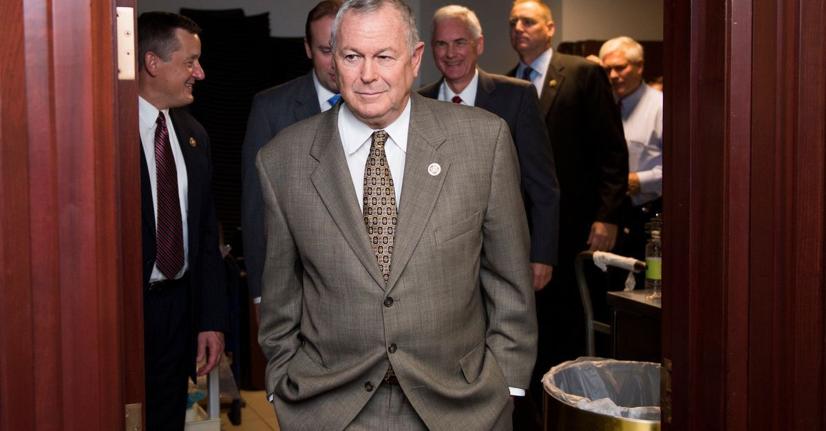 Rohrabacher says he wants to talk to Trump before going public with DNC hack info he says he got from Wikileaks. https://t.co/nxIeatxyBk