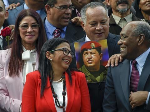 Venezuela: La Constituante s'arroge les pouvoirs du Parlement contrôlé par l'opposition https://t.co/unozkYcutT