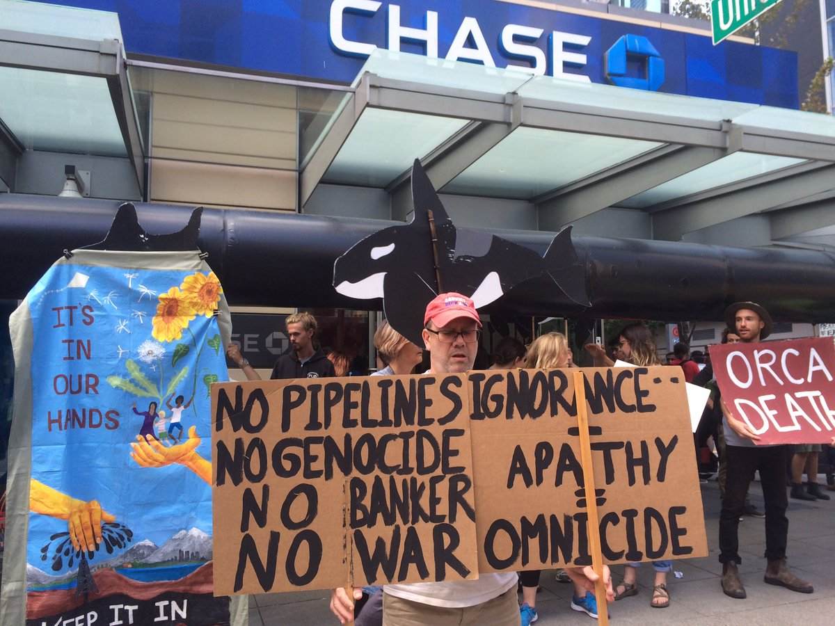Ya think @Chase wants this kind of disruption ALL the time? We\'ll find out. #NoKXL. #DefundTarSands #MazaskaTalks