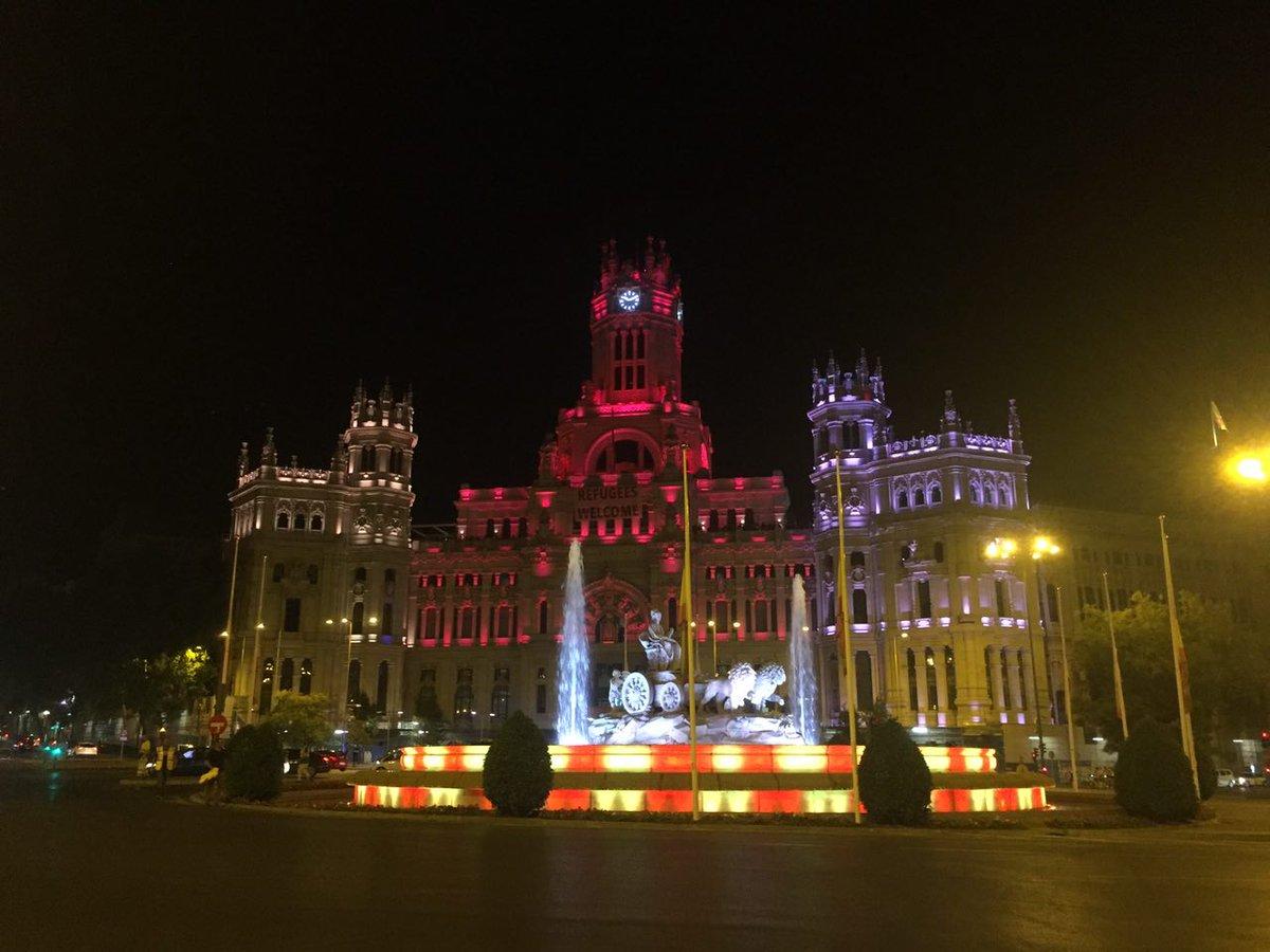 La Cibeles tampoco tiene miedo. Esta noche luce los colores de Barcelo...