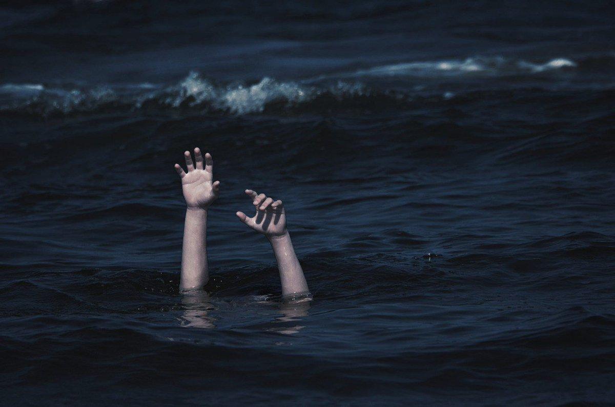 Картинки человек под водой рука наверху