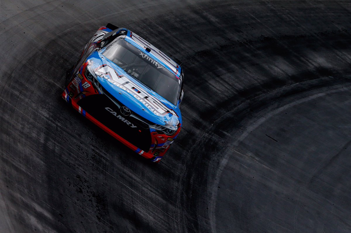 Kyle Busch wins the #FoodCity300! https://t.co/JOEgja51qI