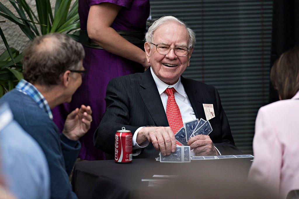 Como um simples jogo de bridge entrega as diferenças entre Bill Gates e Warren Buffett nos negócios https://t.co/NZzOOFRFAg