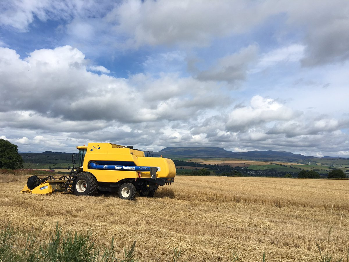 It&#39;s that time of year. Harvester with Ben Wyvis in the background. #harvest #blackisle<br>http://pic.twitter.com/yGkcYLRrmC