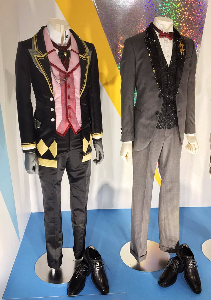 衣装も全員分色々な種類が展示されててかなり間近で見れるし、靴とか指輪とか手袋、帽子とか細かいところもしっかり再現されてた!靴が男の子の大きさで無駄に萌えました😭💕💕 一織と大和さん!