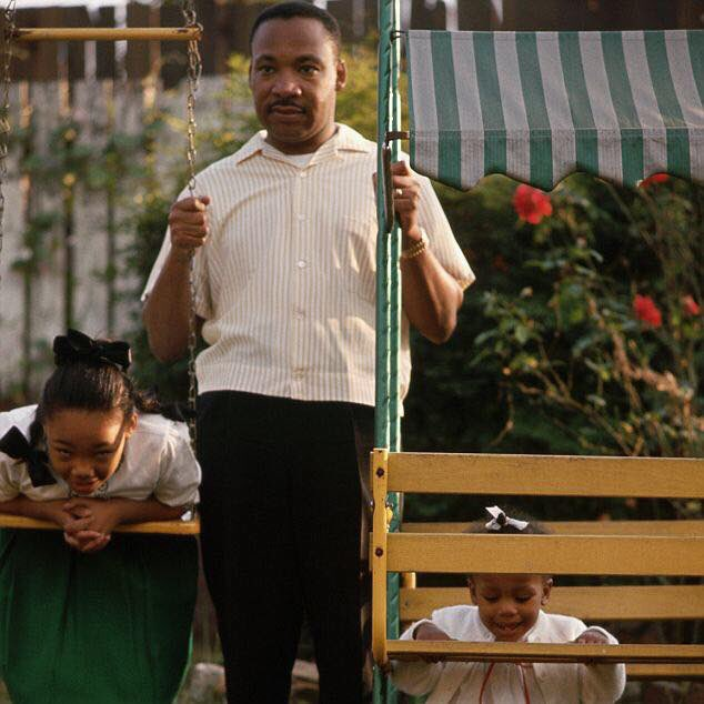 Yolanda, Daddy and me. #FlashbackFriday #MLK https://t.co/JsfAC9IZl1