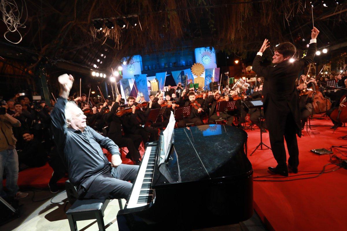 João Carlos Martins rege orquestra na abertura do Festival de Cinema de Gramado https://t.co/oyqbi8WbUy