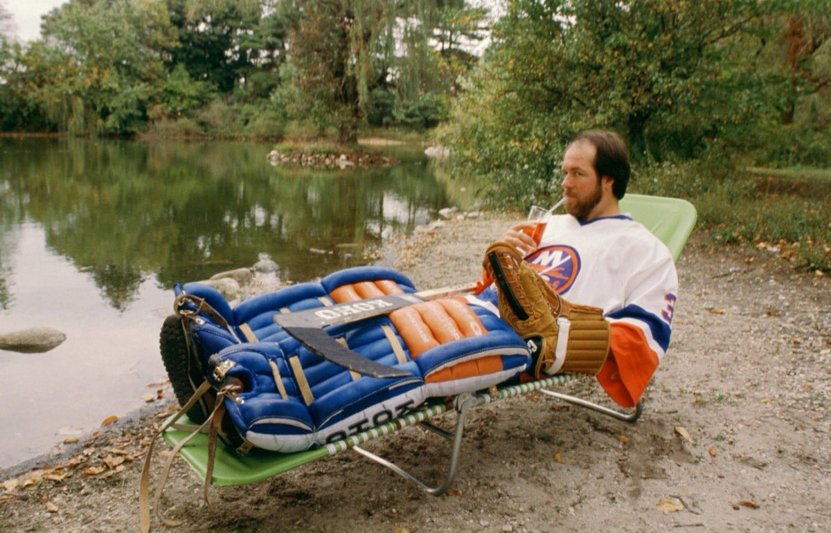 Back when NHL training methods were a bit less rigorous. https://t.co/...