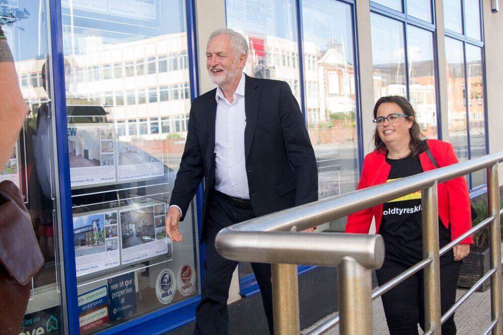 Great to be able to welcome @jeremycorbyn to #Southport and @radiosouthport<br>http://pic.twitter.com/067aXZyAGu