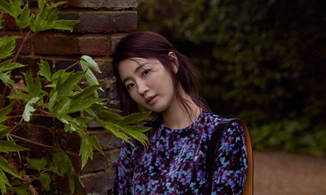 Actress Kim Sa Rang takes elegance to another level in 'Singles' https...