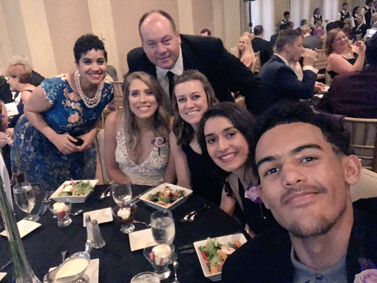 Table 17!! Looking good with the @OCUwbball Stars🌟 @MarchofDimes #MODS...