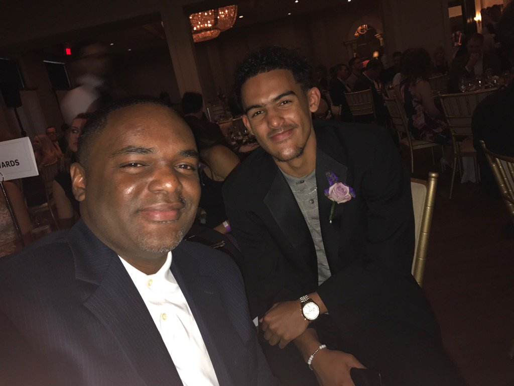 TraeYoung & proud papa Ray -- honored at March of Dimes Headliner...
