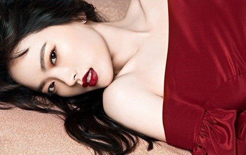 Chun Woo Hee is bold and daring in newest photo shoot https://t.co/jPA...