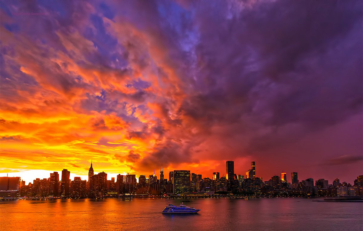Stunning #sunset after stormy lightning-streaked skies tonight in #NYC. #NewYork #storm<br>http://pic.twitter.com/vVTdg7SrrS