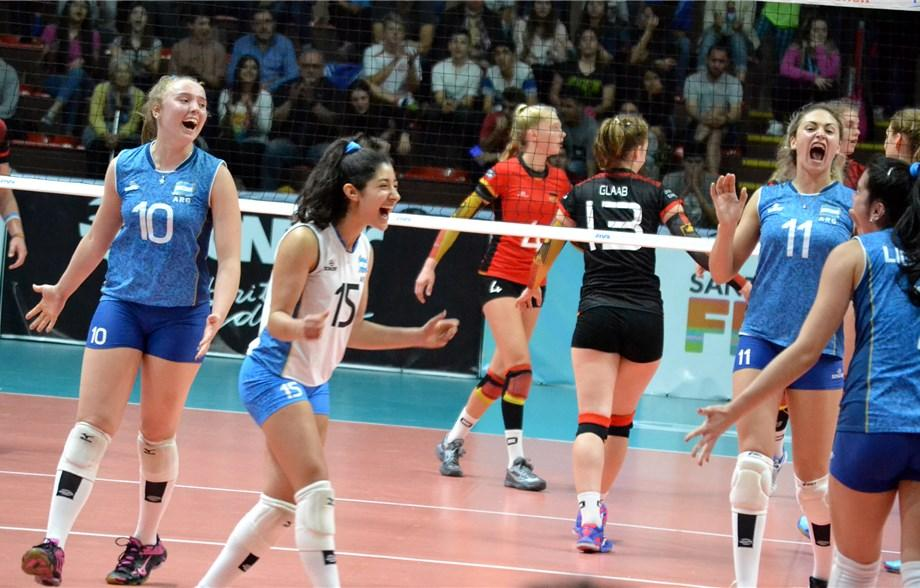 #FIVBGirlsU18 Argentina delights the home fans in Santa Fe with 3-1 win over Germany: https://t.co/6Ooet8IC8u