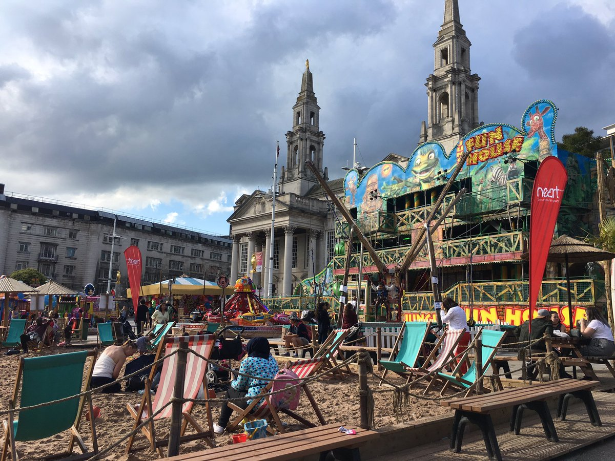 Leeds has temporarily transformed 4 areas of public civic space for summer. Connecting Town &amp; Civic Hall, Art Gallery &amp; Library #dwell #play <br>http://pic.twitter.com/aWZDJ3VSla
