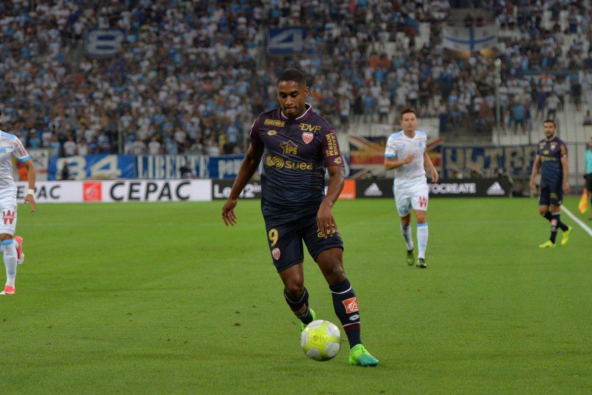 Wesley #Saïd retenu pour Rennes - #DFCO : Olivier Dall&#39;Oglio explique  http://www. bienpublic.com/sport-local/20 17/08/18/rennes-dfco-19-joueurs-retenus-dont-said &nbsp; … <br>http://pic.twitter.com/vWIRSLgKy0