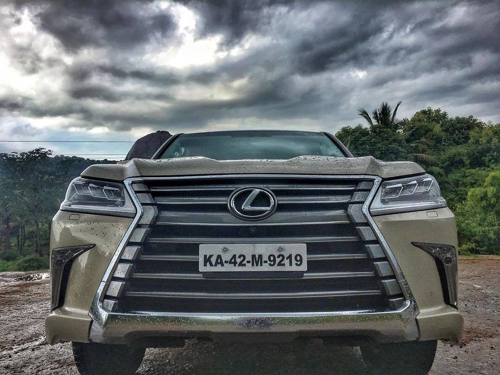 Missed my phone for a few days. Now it's back! #throwback back to a #lexus saga with the #lx450 driving around #ba… http://ift.tt/2vMuL2Gpic.twitter.com/I5JZtQkRmZ