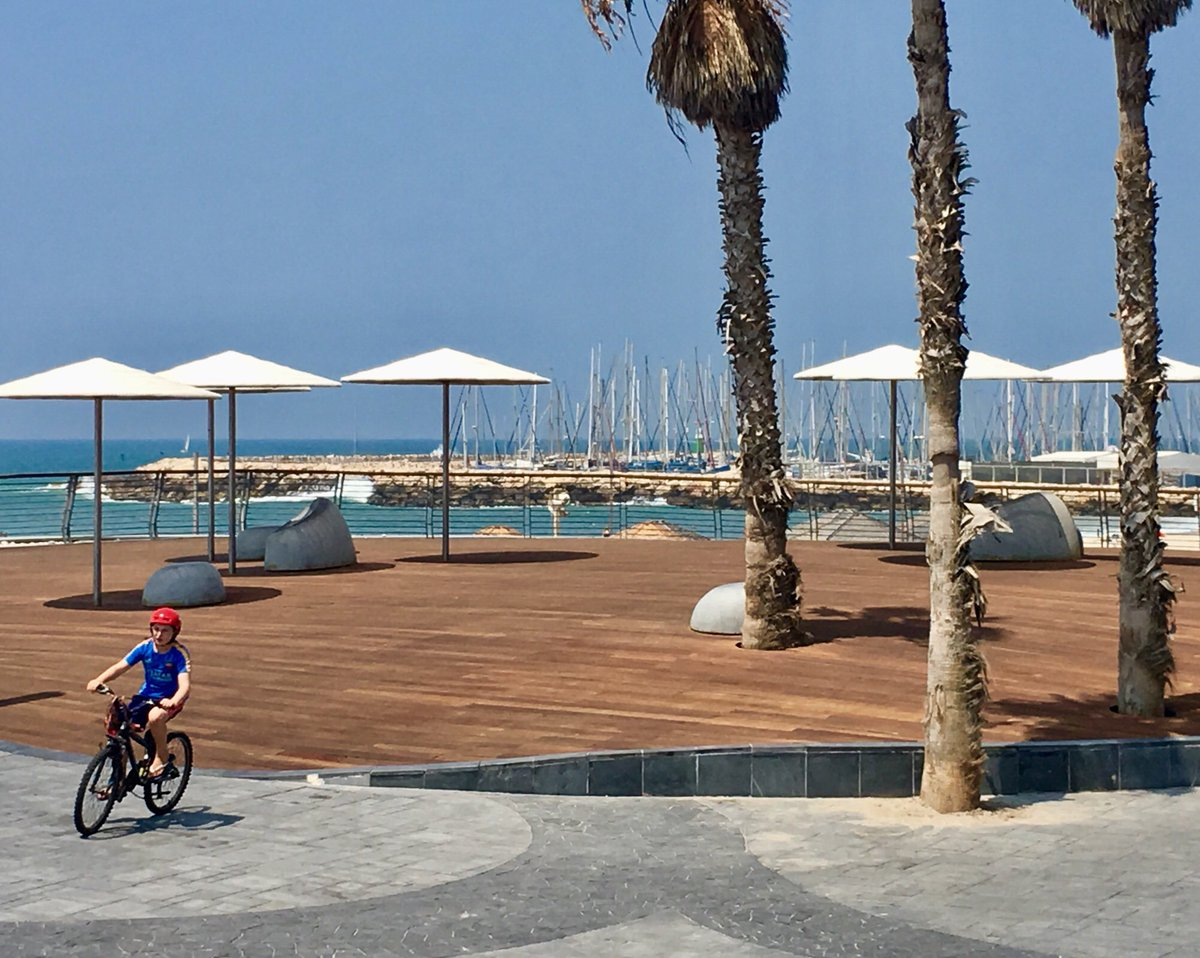 A #beach within reach in the #city of #sun  #familytravel #TelAviv  http:// crwd.fr/2uTt00M  &nbsp;   <br>http://pic.twitter.com/yCZ2Bgax1s