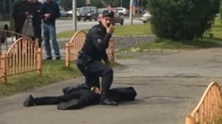 Knife attacker wounds eight on streets of Russia's Surgut, shot dead by police #knifeattack #Russia #Surgut #俄国 #ロシア #Россия #terrorism<br>http://pic.twitter.com/HcN0iGzaRE