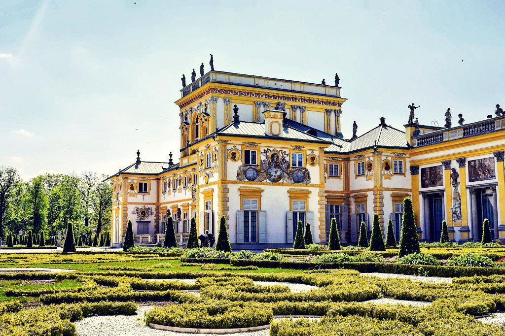 Spectacular Wilanow Palace in #Warsaw, #Poland / #travel #travelblog #travelblogger #traveling #explorong Rt<br>http://pic.twitter.com/ZiLgnMHbqR