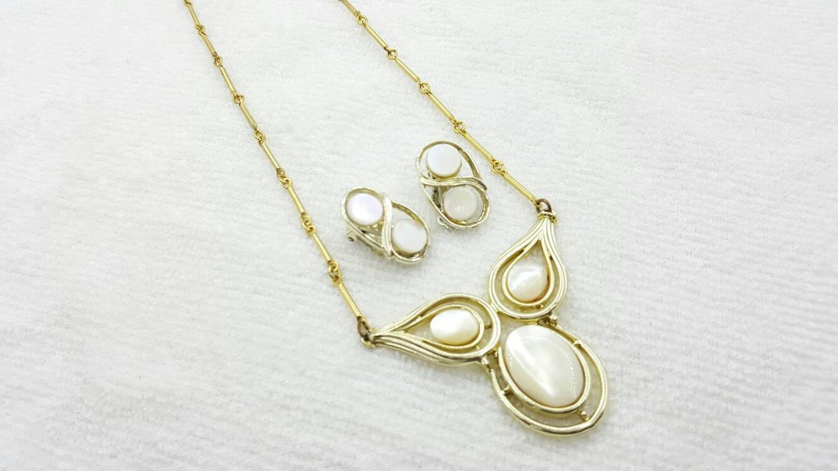 Art Deco Mother of Pearl Necklace and  Clip Earrings Delicate Mid Century Modern  https:// seethis.co/ky7LV/  &nbsp;   #vintagejewelry #midcentury <br>http://pic.twitter.com/TAYgiAqQLa