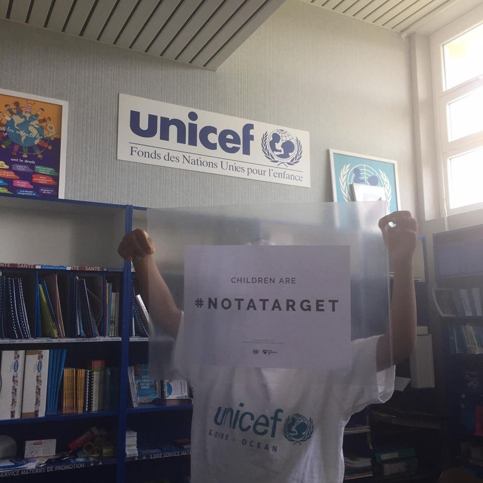 Cc @Msg_of_Humanity A messenger of humanity from #Nantes (6 years old).  Happy #WHD17! <br>http://pic.twitter.com/Q2eOVJnydE #UNICEF #UNICEFLoireNantes