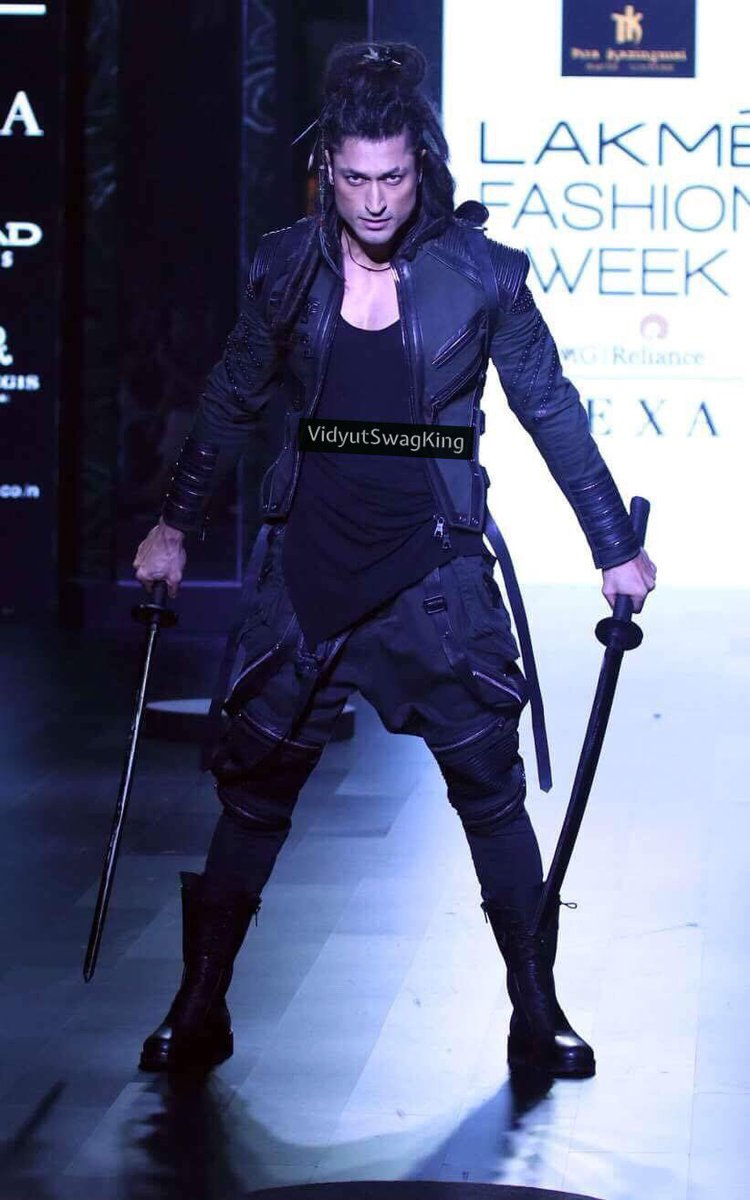 Totally in love with your Ninja look @VidyutJammwal sir at Lakme Fashion Week. #VidyutSwagKing #VidyutJammwal  #Fight #ActionHero  #fighter <br>http://pic.twitter.com/F4h1IlnNmj