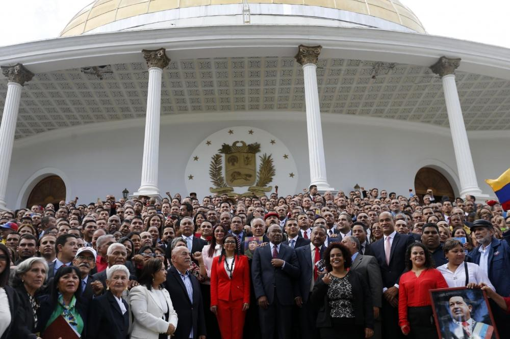 #Progovernment assembly in #Venezuela takes congress' #powers  http:// wapo.st/2wbl12S  &nbsp;  <br>http://pic.twitter.com/EVuwmp8GXL