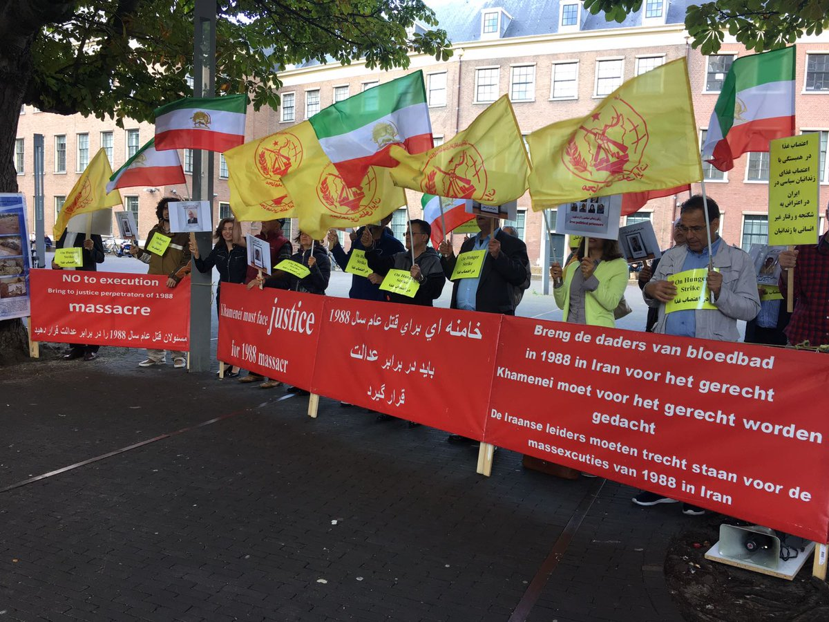 Protest by #Iran-ian diaspora, calling on #HR organizations to take action 2save #politicalprisoners on #HungerStrike.@amnesty #ZEID #UNGA<br>http://pic.twitter.com/CYpMnGdS2m