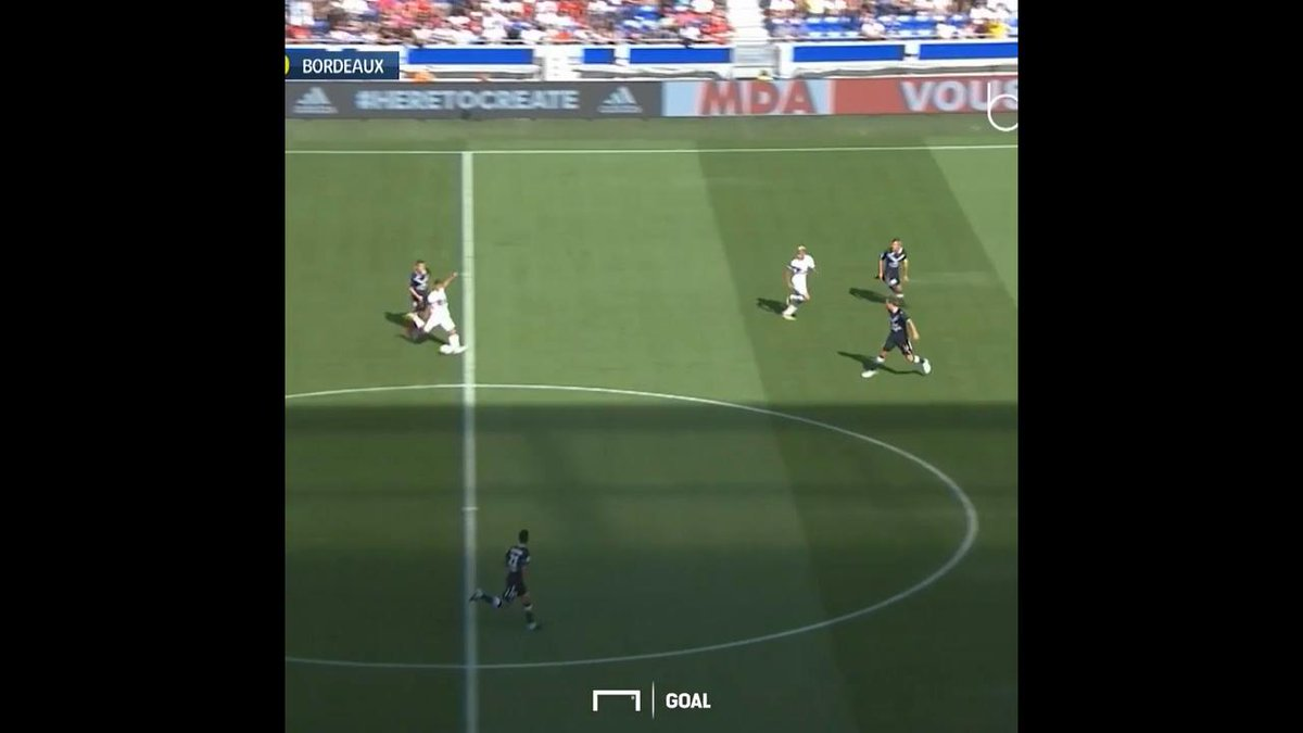You won't see a better goal this weekend than this astonishing halfway line effort from Lyon's Nabil Fekir https://t.co/3ssokfoOAI