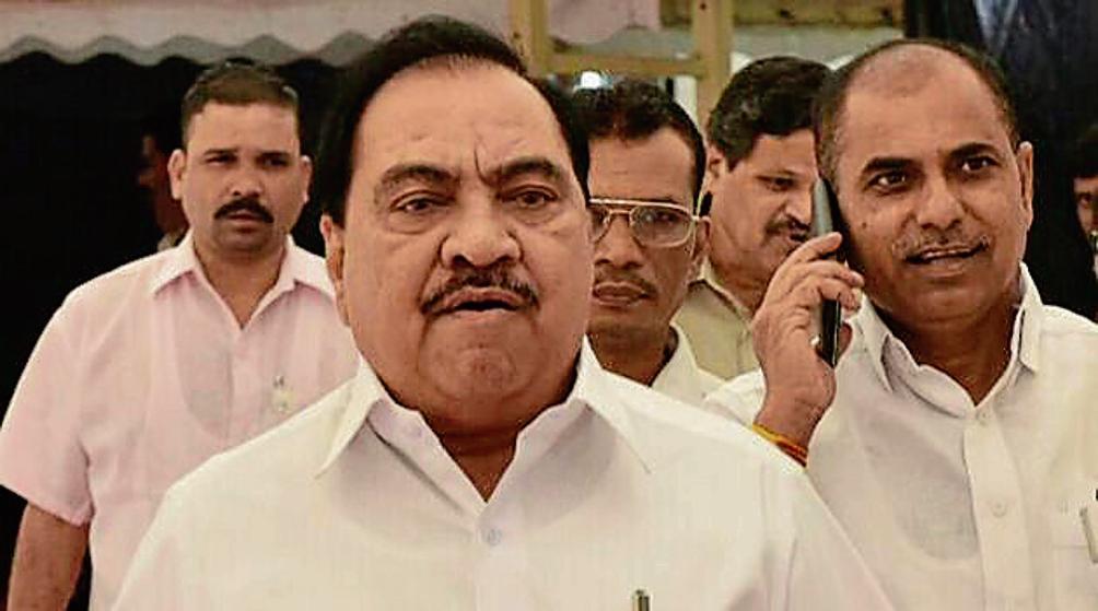 More trouble for #Maharashtra BJP leader #EknathKhadse? Kin bank transactions under lens, reports @KGhoge  http:// read.ht/B5P8  &nbsp;  <br>http://pic.twitter.com/WPeCrAx3UZ