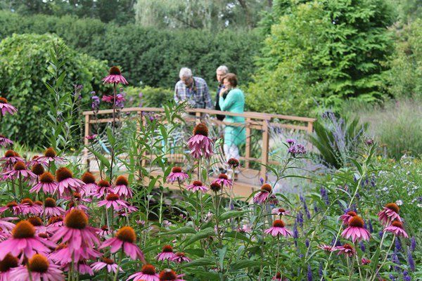 #LoveFlowers Garden: Great examples of beautiful &quot;somethings&quot; you could plant!  @GBBotGarden<br>http://pic.twitter.com/PcihaIZpv9
