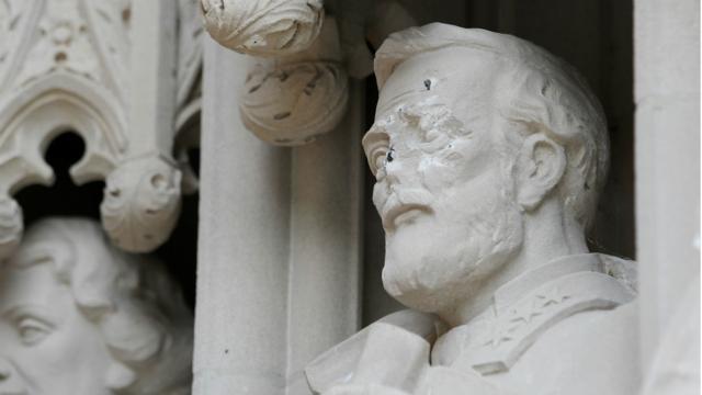 JUST IN: Duke University takes down statue of Robert E. Lee https://t....