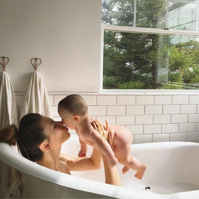 The art of mothering is to teach the art of living to children.  http:// dinkyninky.com  &nbsp;   #Motherhood <br>http://pic.twitter.com/9Gg85tYgqx