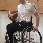 Marcel hat ein paar neue Tricks auf Lager! Die @ToniKroos-Stiftung hat ihm ein Sportgerät zum Basketball finanziert: https://t.co/aPl6ZjLuQg