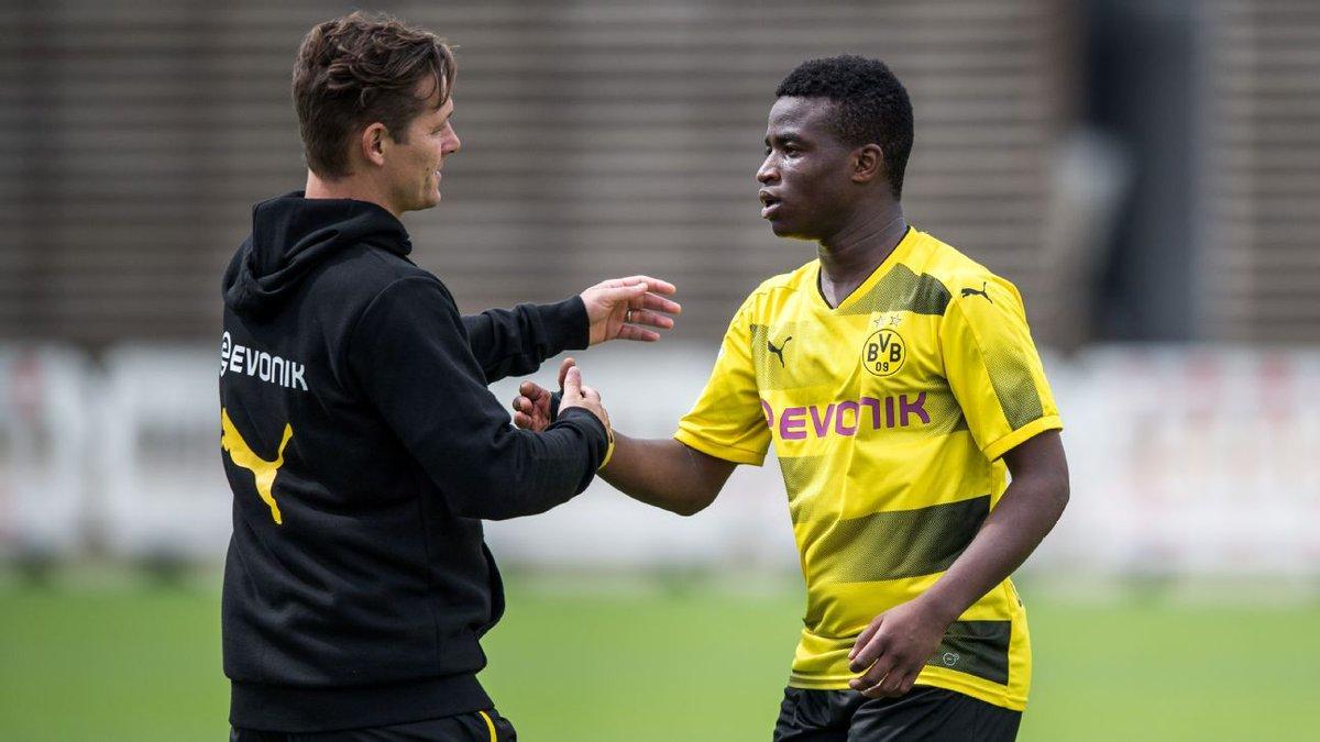 #BorussiaDortmund&#39;s Youssoufa Moukoko, 12, scores four for U17s: Twelve-year-old Youssoufa Moukoko doubled his  http:// dlvr.it/Pg9rN0  &nbsp;  <br>http://pic.twitter.com/FxYpsTcvQL