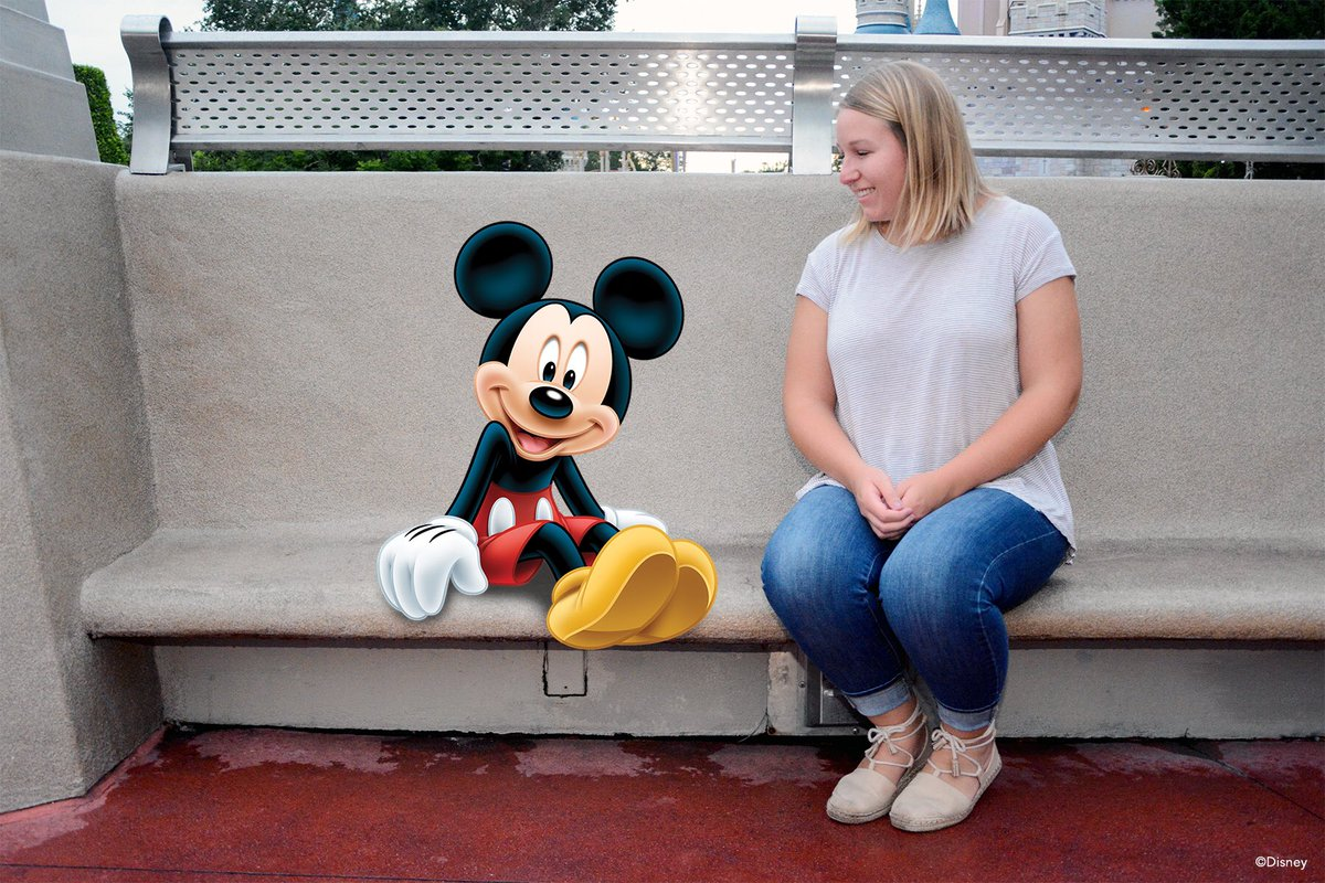 Sit down and take a break with Mickey! #DisneyPhotoPassDay https://t.c...