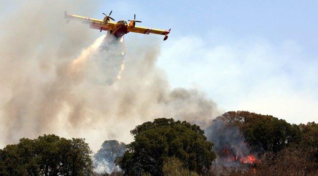 #Incendie dans la commune de #Calenzana, vers l'Argentella #Corse  http:// sur.corsematin.com/i6Ls-0Img    pic.twitter.com/NpS6fFT9AI