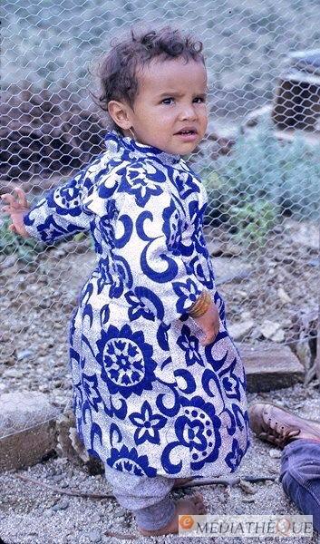 طفلة من الباحة ،، تاريخ إلتقاط الصورة هو ٤ أبريل ١٩٧٥م #الباحة #صور_قديمة_لزمن_جميل