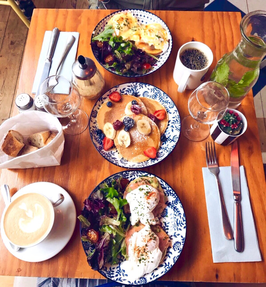 One of my favorite thing ! #Brunch with friends on the weekend ! At #Clint in Paris ! <br>http://pic.twitter.com/MPup5P1J1c
