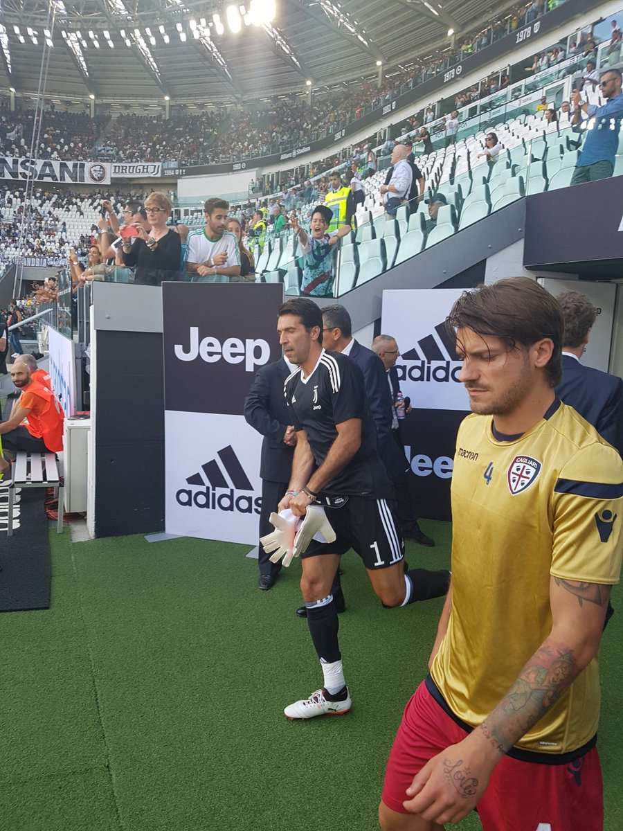 Ladies and Gentlemen, JUVENTUS FOOTBALL CLUB! ⚪️⚫️  #JuveCagliari http...