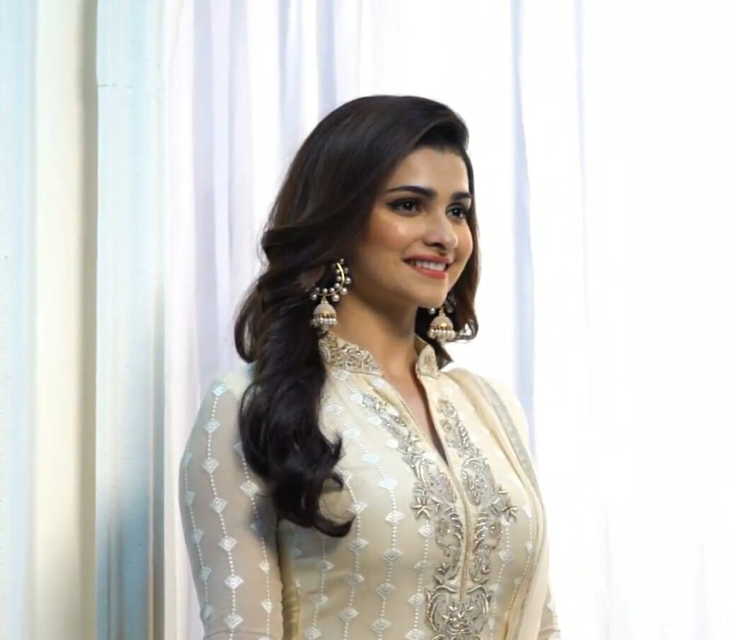 BTS From Latest Photoshoot For Vinay.. @ItsPrachiDesai  #Prachidesai #Likes #Follow4Follow #Follow4Likes #Likes4Likes #Bollywood #MUF #GGMU<br>http://pic.twitter.com/I8wfC7xE48
